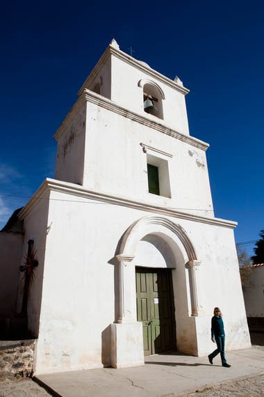 La iglesia de Santa Catalina y su torre de tres pisos datan del siglo XVII.