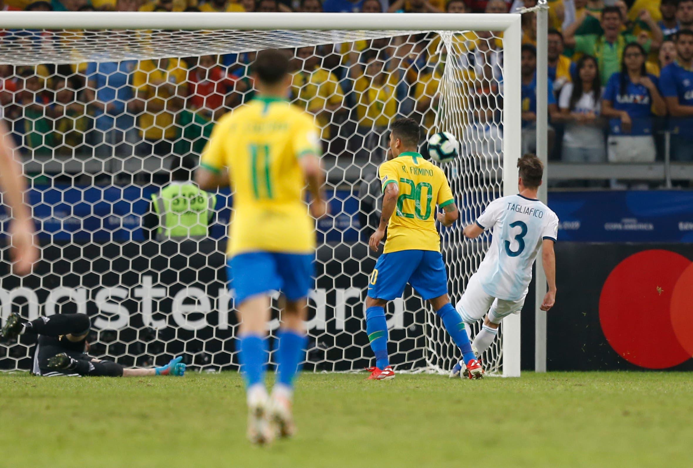 A LA CANCHA CON LA NACION: Los detalles en los errores de la selección en los goles de Brasil