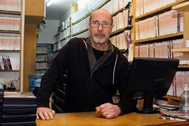 Fabián Gil Navarro, creador de Xiclos, en su videoclub Bellinzona, en Palermo