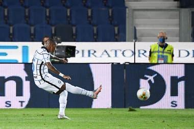 Ashley Young puso el 2-0 para Inter, antes de los 20 minutos del primer tiempo