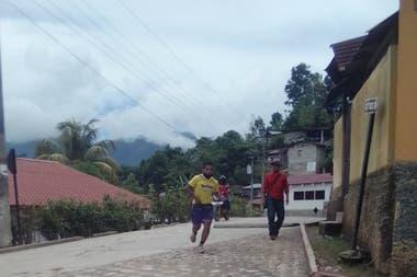 César Vázquez corriendo en Guatemala