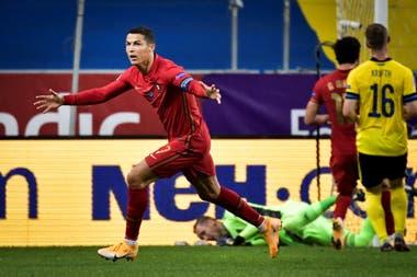 De tiro libre, Cristiano Ronaldo anotó el 1-0 de Portugal sobre Suecia, por la Liga de Naciones