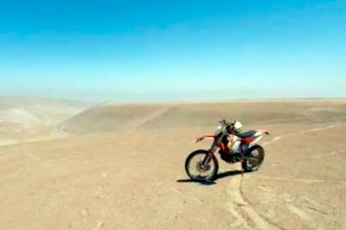 Los motociclistas salen cada fin de semana a andar por el desierto