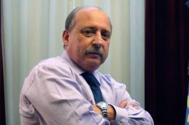José Pampuro fue ministro de Defensa de Néstor Kirchner y protagonizó momentos de tensión con oficiales retirados, que ahora se reúnen públicamente en una mesa de las fuerzas