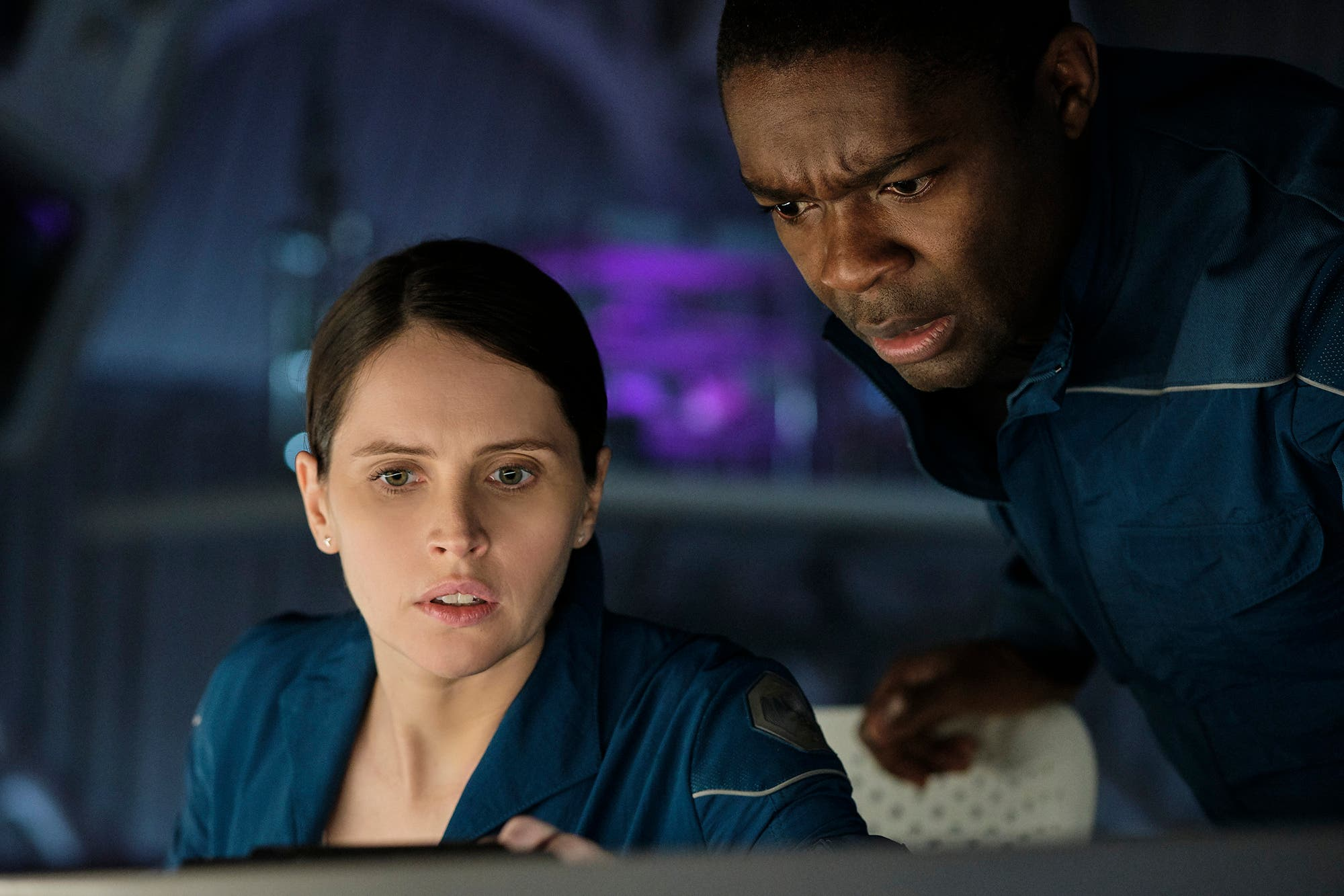 Netflix: Cielo de medianoche pretende volar a la fuerza hacia la  trascendencia - LA NACION