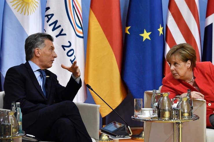 Macri con la canciller alemana, Angela Merkel, en el foro 2017 realizado en el país europeo