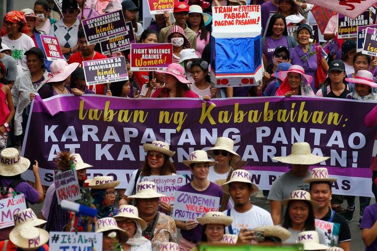 Hombres y mujeres se congregaron en Filipinas por el 8M
