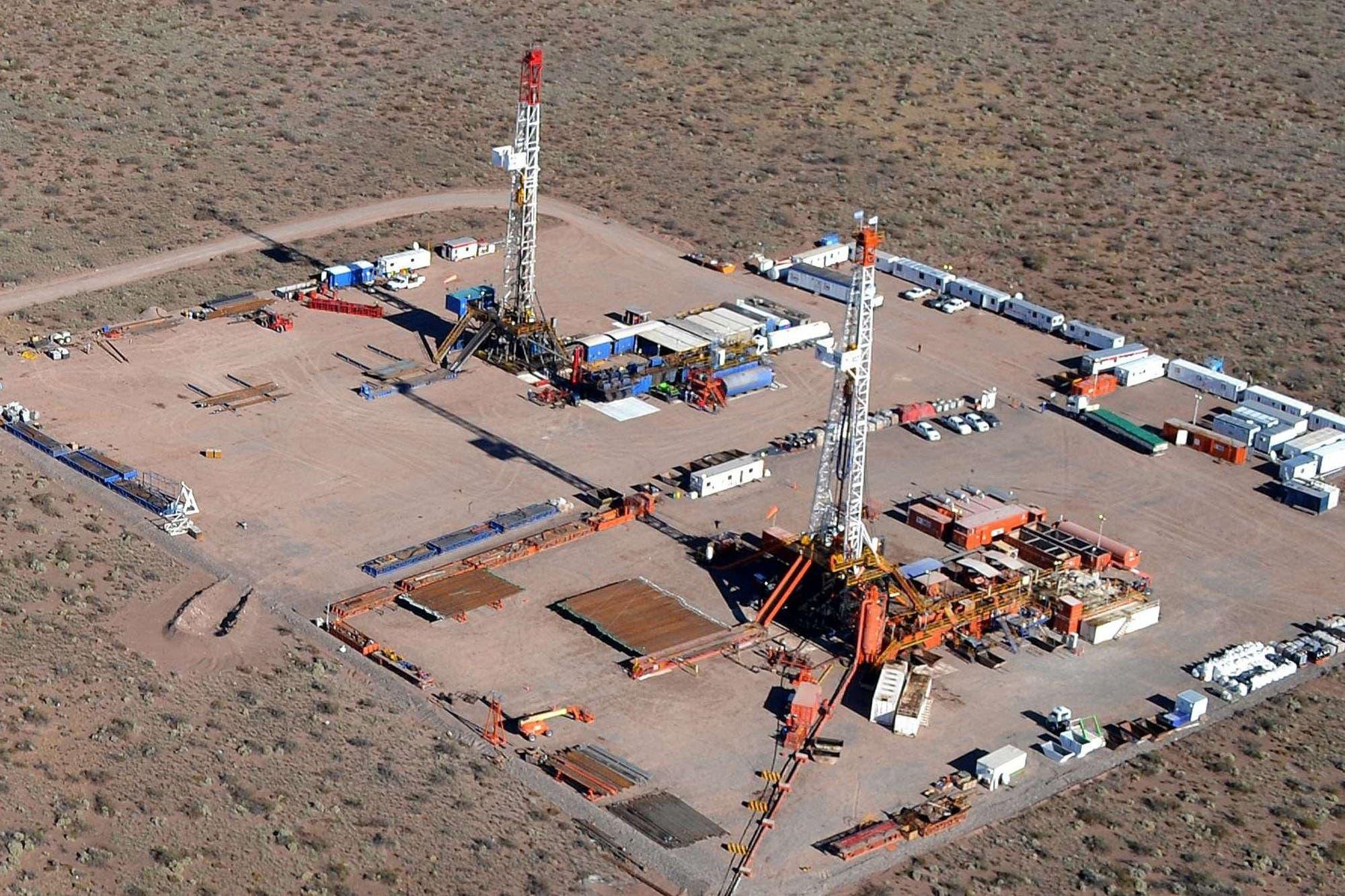 Multan a YPF por casi $33 millones por el derrame de petróleo en Vaca Muerta