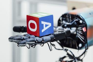 El proceso de aprendizaje por software permitió que los investigadores puedan acelerar el desarrollo de extremidades robóticas capaces de emular movimientos simples de los humanos