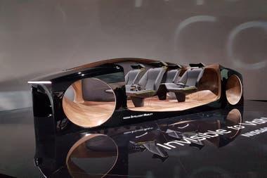 Nissan Invisible to Visible. Extraño concept car que plasma la presentación de la tecnología Invisible to Visible (I2V), un sistema 3D que fusiona el mundo real con el virtual