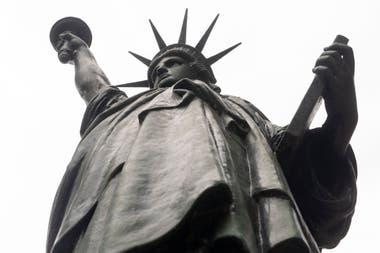 Réplica a escala de la estatua de la libertad en Barrancas de Belgrano
