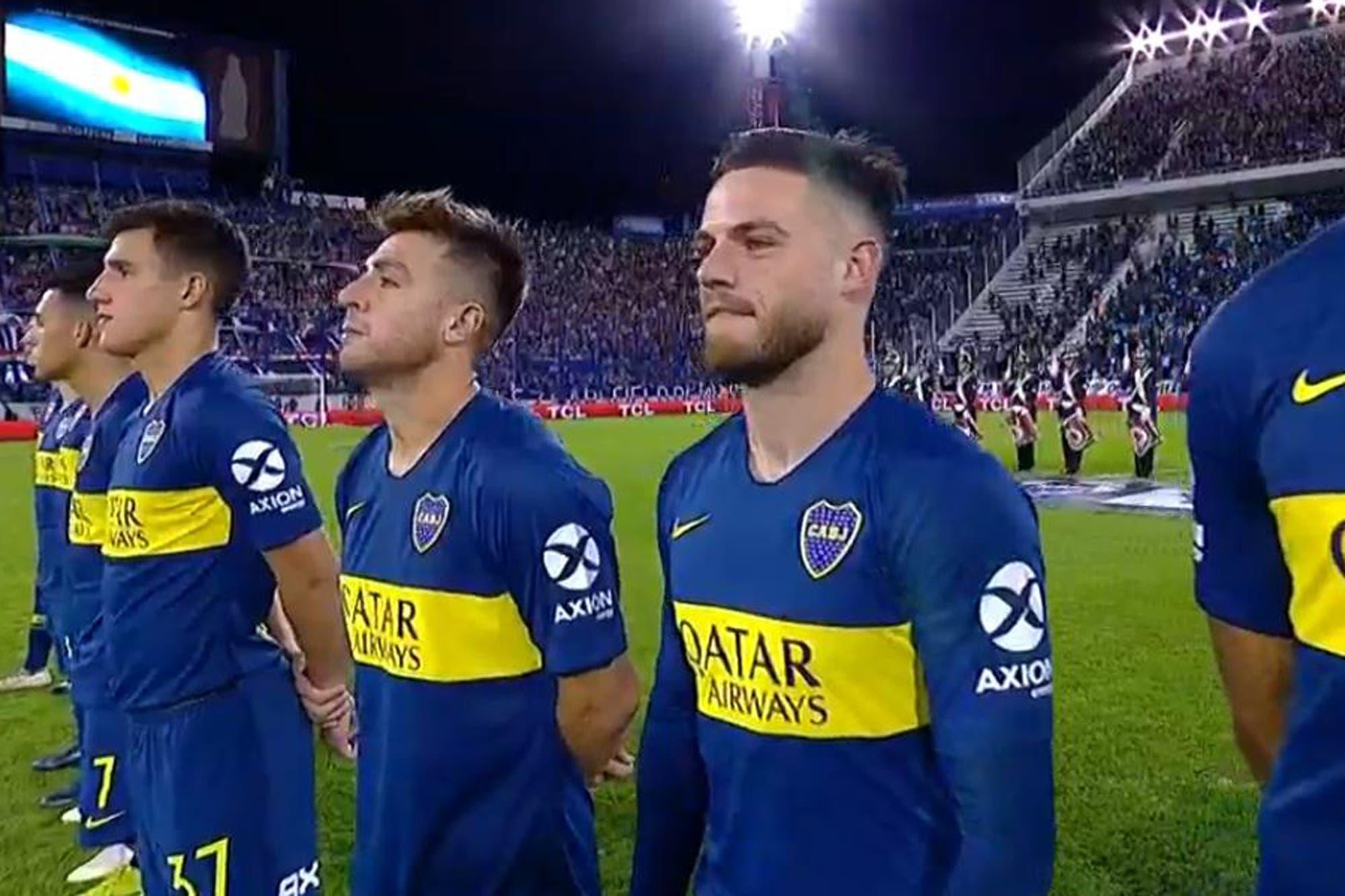 La reacción de Nahitan Nandez mientras los hinchas de Vélez cantaban sobre el himno argentino