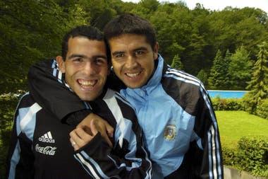 Otros tiempos: Tevez y Riquelme, cuando compartieron equipo en la selección nacional