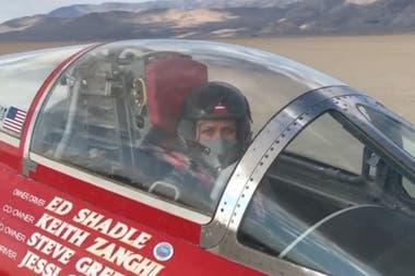 Jessi Combs alcanzó en agosto del año pasado el récord de velocidad de 841 km/h montada en un bólido de tres ruedas llamado North American Eagle