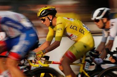 Pogacar, de 21 años, en la etapa final entre Mantes-la-Jolie y Paris; desde 1904 no había un ganador tan joven