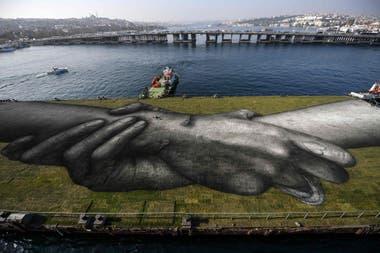 Saype inventó las pinturas que utiliza para no dañar el medio ambiente