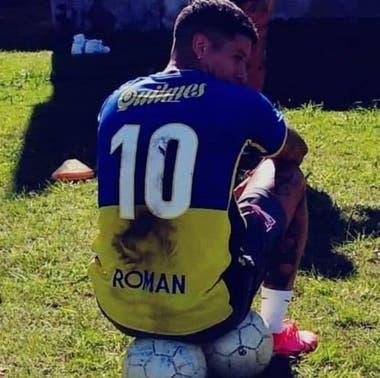 Marcos Rojo con la camiseta de Juan Román Riquelme en un picado de fútbol con amigos platenses
