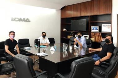 Homero Giles, titular del IOMA, junto al viceministro de salud bonaerense, Nicolás Kreplak, y el jefe de gabinete bonarense, Carlos Bianco
