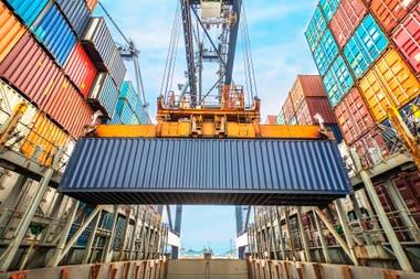 Movimiento de contenedores en el puerto