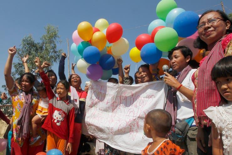 Globos de colores en Camboya a favor de la igualdad