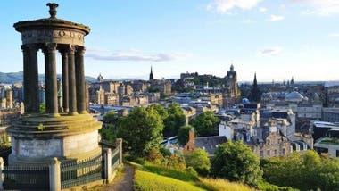 """Famoso por ser el """"lugar de nacimiento"""" de Harry Potter, Edimburgo supera sus propias expectativas en términos de influencia cultural"""