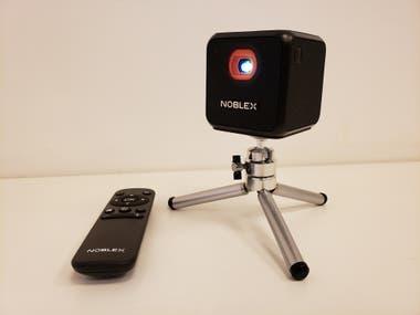 Si bien se puede utilizar para proyectar otro tipo de contenidos, como videos o fotos de un smartphone de forma inalámbrica, el Smart Qube se enfoca en la proyección de contenidos vía streaming, como Spotify, YouTube, Netflix o similares