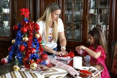 Navidad austera menos regalos la estrategia de los - Regalos navidad padres ...