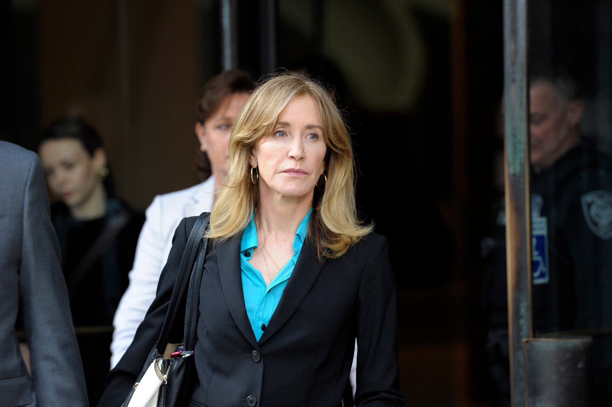 """Felicity Huffman, sobre el caso de sobornos a las universidades: """"Siento arrepentimiento y vergüenza por lo que he hecho"""""""