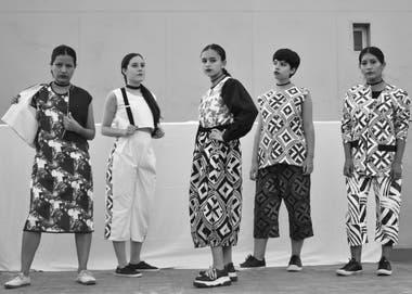 A través del análisis de quince colecciones, los alumnos reflexionan con perspectiva de género acerca de la vestimenta