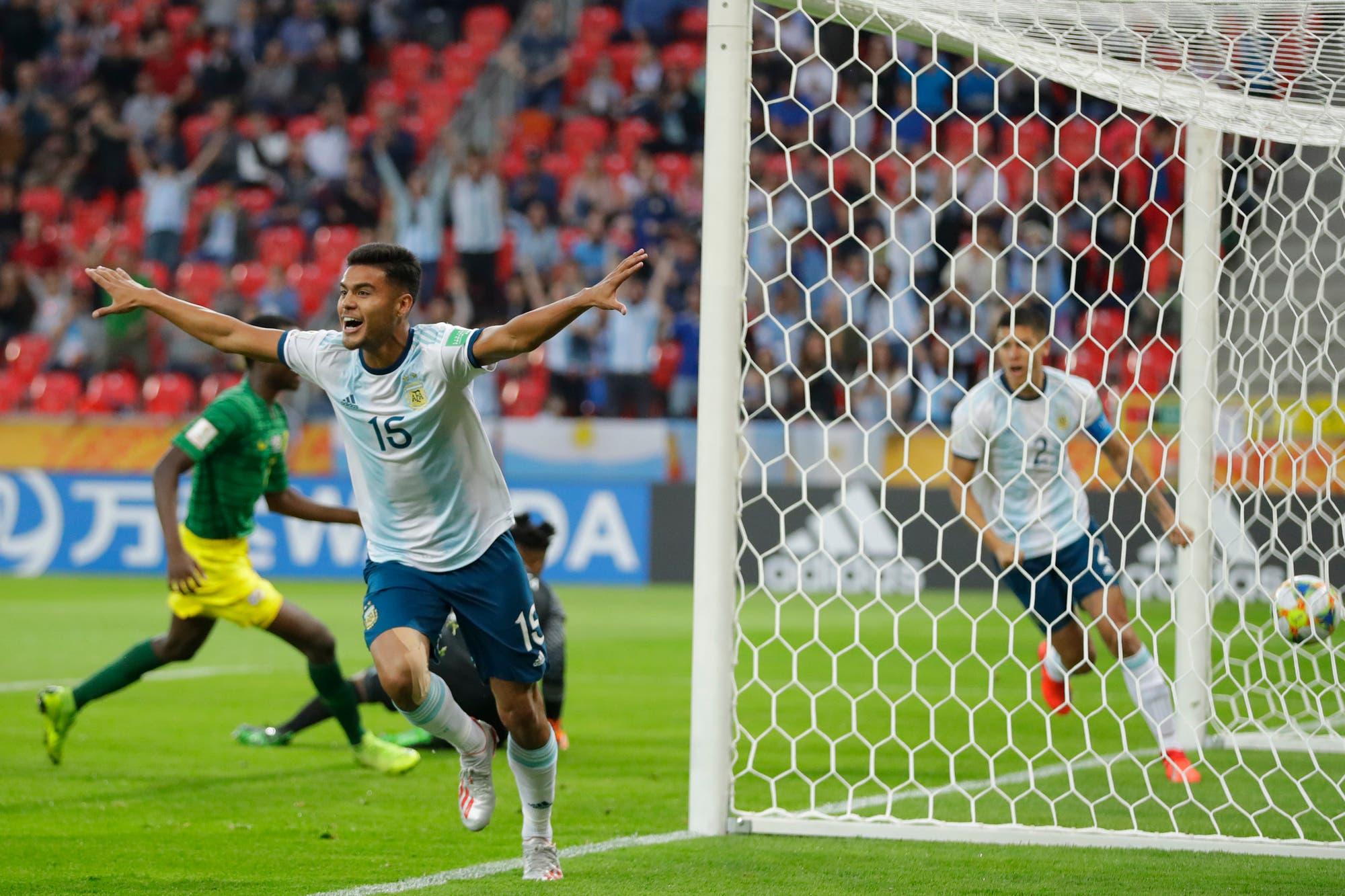 Un VAR con déjà vu, cinco goles y los tres enganches: historias mínimas en el debut de la selección argentina en el Mundial Sub 20