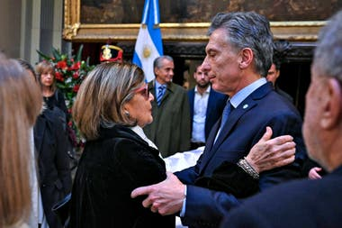 Mauricio Macri saluda a Inés Pertiné