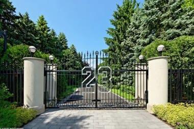 El ingreso a la mansión, con el número 23
