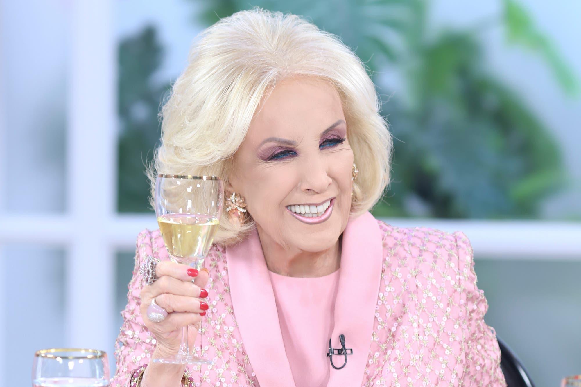 """Mirtha Legrand: """"No sé si Juanita está muy feliz de reemplazarme"""""""