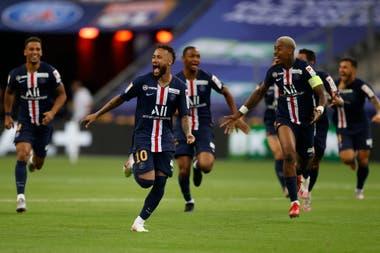 Neymar encabeza la carrera hacia el festejo; PSG se consagró en los penales