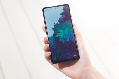 El Samsung Galaxy S20 FE tiene una pantalla frontal de 6,5 pulgadas