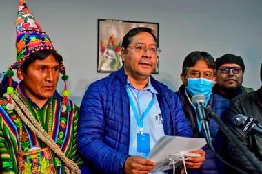 El candidato presidencial izquierdista de Bolivia, Luis Arce