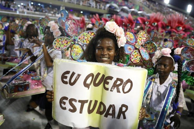La escuela de samba Beija Flor se destacó por el contenido político de sus presentaciones