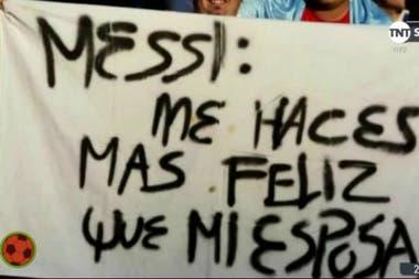 Otra bandera dedicada a Lionel Messi... con un mensaje más personal