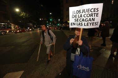 Cacerolazos en Coronel Díaz y Santa Fe