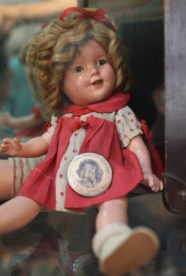 """Una muñeca de la marca """"Shirley Temple"""""""
