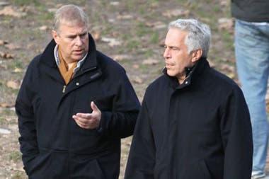 El príncipe Andrés ha sido criticado desde hace muchos años por su amistad con Jeffrey Epstein