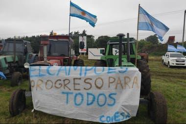 Con tractores y banderas se concentraron en San Nicolás