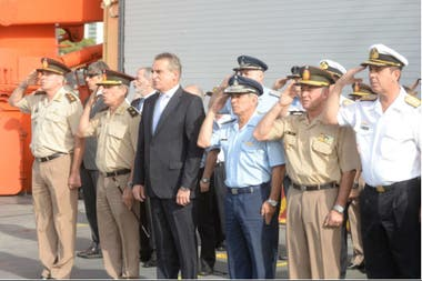 El ministro Agustín Rossi convocó a sus antecesores Nilda Garré y José Horacio Jaunarena para avanzar en la reestructuración de las Fuerzas Armadas