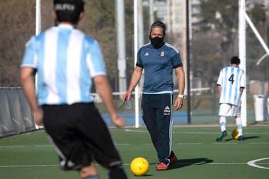 Martín Damonte es el director técnico del seleccionado masculino de fútbol de ciegos, Los Murciélagos.