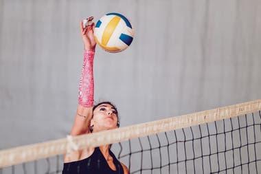 """""""Es muy difícil entrenarme sola contra una pared"""", dice la voleibolista Julieta Lazcano"""