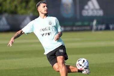 Uno que sí: Leandro Paredes, disponible para la selección.