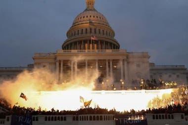 Tensión en Washington: partidarios de Trump asedian el Congreso y suspenden la sesión