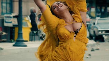 Queen Bey, en uno de los clips de su álbum audiovisual, Lemonade