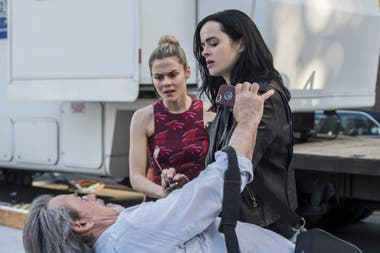Jessica Jones y su hermana Trich, interpretada por Rachael Taylor
