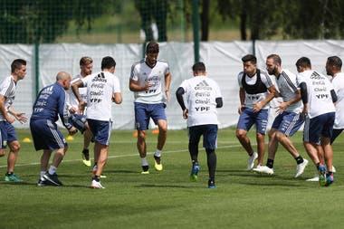 Escena del entrenamiento de este martes de la selección argentina